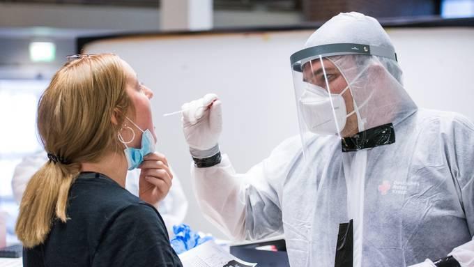 Ende Juli noch wurden wöchentlich rund 300 Tests im Kanton durchgeführt; Anfang September liegt die Zahl bei über 800.