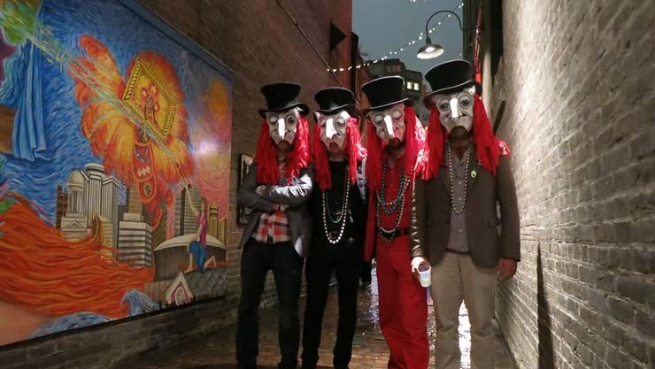 Der Schnitzelbank «Die Aabrennte» besuchten bereits 2013 den «Mardi Gras» in New Orleans: Ihre Larven seien für die Amerikaner aussergewöhnlich.