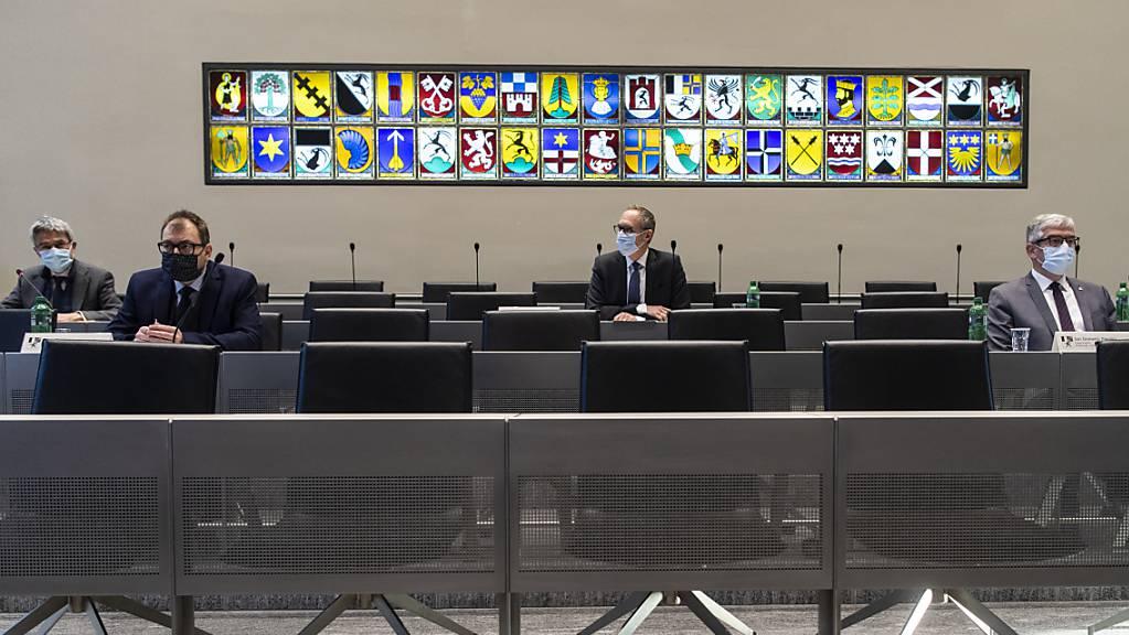 Die Erneuerungswahlen des Bündner Regierungsrats finden am 15. Mai 2022 statt. Die Sitze von Mario Cavigelli (links) und Christian Rathgeb (Mitte) werden frei.