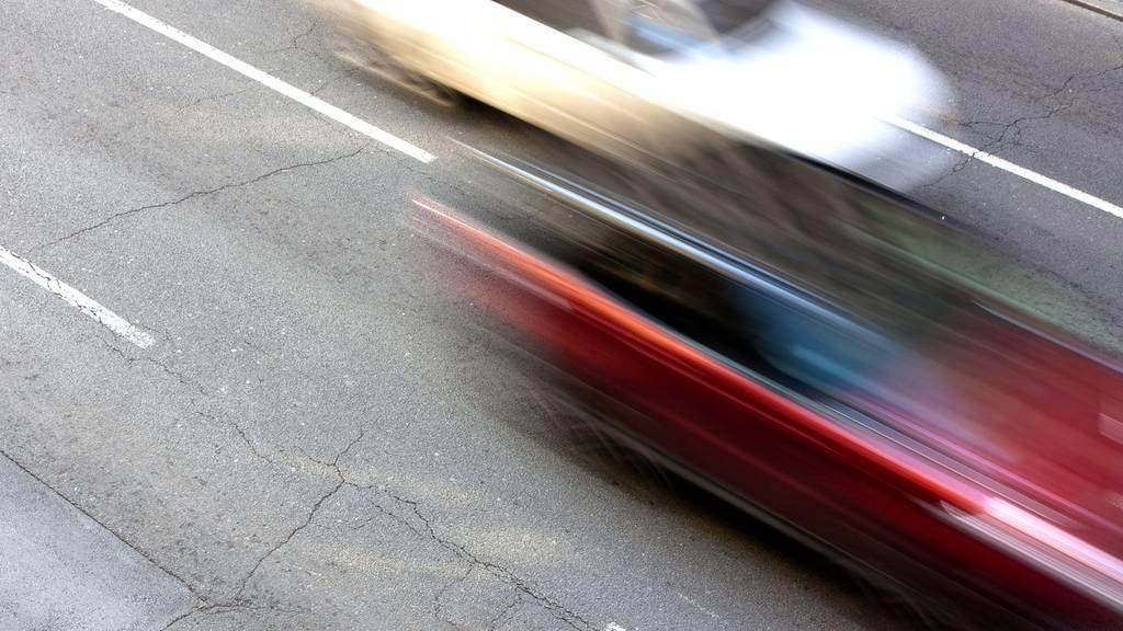 Illegales Strassenrennen: Autofahrer mit 140 km/h gestoppt