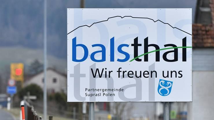 Wer Balsthal anfährt, kommt an den neuen Willkommens-Tafeln vorbei.