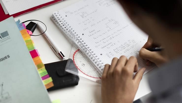 Ein zwölfjähriger Musterschüler aus Indonesien darf an kanadischer Universität Physik studieren. (Symbolbild)