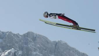Simon Ammann fliegt über Planica.