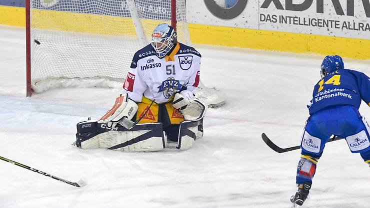 Kassierte in dieser Szene das 0:2 durch den Davoser Broc Little: Zugs Goalie Tobias Stephan