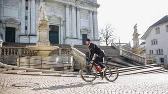 Fabian fährt für einen Clip zu «Chasing Cancellara» durch Solothurn