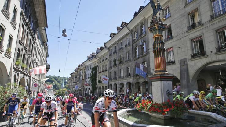 2016 fuhren Weltklasse-Radfahrer anlässlich eines Tour-de-France-Etappenstarts durch die Stadt Bern. (Archivbild)