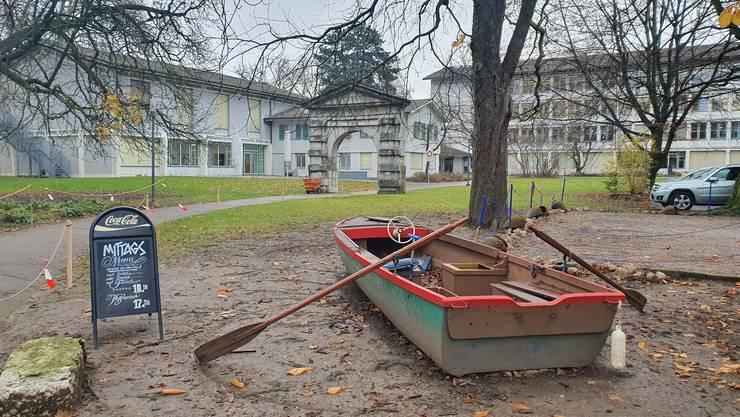 Wie gelangt das Ruderboot in den Park?