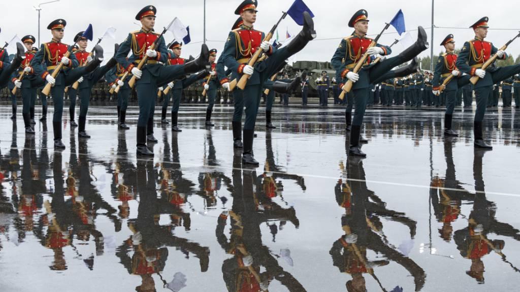 Russland und Belarus starten grosses Militärmanöver