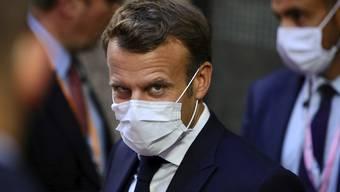 Präsident Emmanuel Macron greift angesichts der dramatischen Coronazahlen in Frnakreich zu einschneidenden Mitteln.