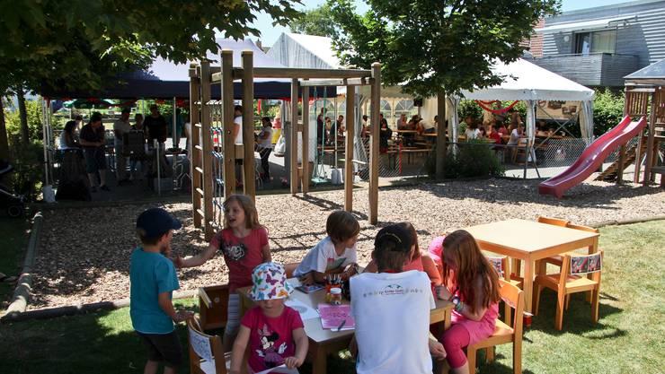 Fröhliche Feststimmung beim Sommer-Jubiläumsfest der Kita Kinder-Ländli.