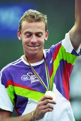 An den olympischen Spielen gewinnt Marc Rosset überraschend die Goldmedaille im Männer-Einzel. Der Genfer besiegt im Final den Spanier Jordi Arrese in fünf Sätzen und rettet damit die Ehre der Schweizer Olympia-Delegation, die ansonsten ohne Medaille bleibt.