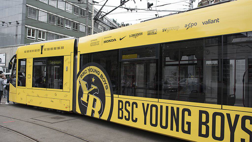 So sieht es aus: Das Tram zur Erinnerung an den Meistertitel der Berner Young Boys.