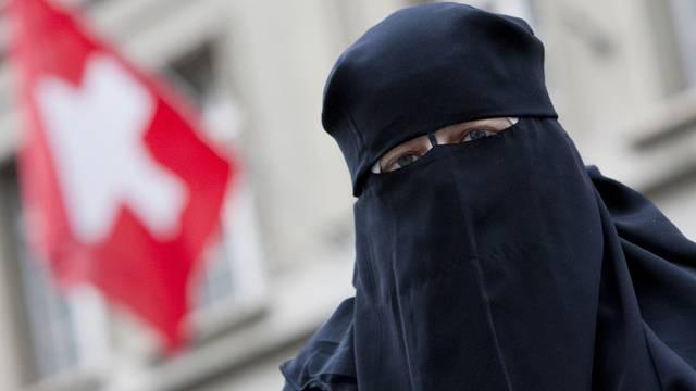 Eine Burkaträgerin in Bern (Archiv)