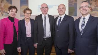 Die fünfköpfige Baselbieter Regierung mit (v.l.) Monica Gschwind (FDP), Sabine Pegoraro (FDP), Isaac Reber (Grüne), Anton Lauber (CVP) und Thomas Weber (SVP)