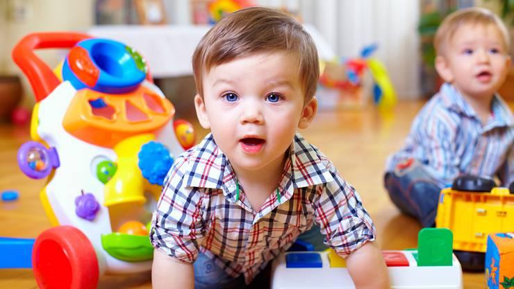 Zwar haben Kinder in der Kita erhöhte Stresshormonwerte, doch sie werden dafür sprachlich und kognitiv besser gefördert als zu Hause betreute.