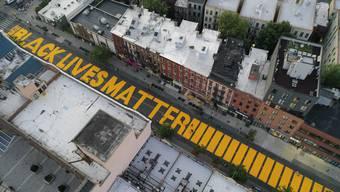 Ein «Black Lives Matter»-Schriftzug in der Fulton Street in Brooklyn.