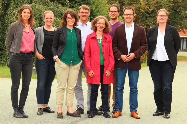 Das Projektteam der Aargauer Geschichte ab 1950 (von links nach rechts):  Maria Meier (Autorin, Lenzburg), Nina Kohler (Projekt-Koordinatorin, Schaffhausen), Ruth Wiederkehr (Autorin, Ennetbaden), Patrick Zehnder (Co-Projektleitung und Autor, Birmenstorf), Astrid Baldinger (Autorin, Riniken), Fabian Furter (Co-Projektleitung und Autor, Baden), Titus J. Meier (Autor, Brugg), Annina Sandmeier-Walt (Autorin, Winterthur). Auf dem Bild fehlt Fabian Saner (Autor, Zürich).