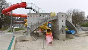 Neue Pumpen müssen her, damit die Rutsche zum Badisaisonbeginn am 8. Mai um 6.30 Uhr in Betrieb genommen werden kann. Bruno Kissling