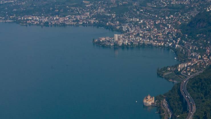 In diesem Bereich des Genfersees nahe des Schlosses Chillon ertrank am Samstagnachmittag ein 44-jähriger Mann während eines Tauchgangs. (Archiv)