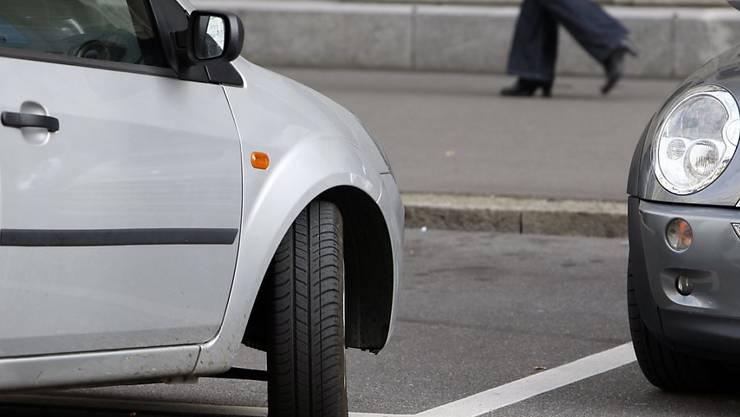 «Man muss einfach aufpassen, dass es nicht zu viel Druck auf den öffentlichen Raum gibt», sagte Konrad Lips (SVP) zur Motion von Andreas Wolf (Grüne), die weniger Pflichtparkplätze verlangt.