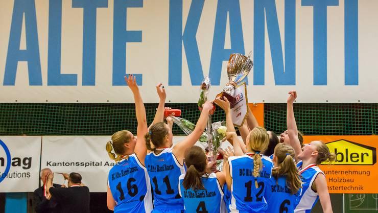 Grenzenloser Jubel nach dem ersten Titelgewinn für die Frauen des BC Alte Kanti Aarau.