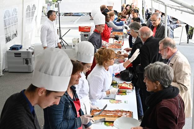 An der dritten Ausgabe des Foodsave-Banketts kochen nun erstmals Lernende.