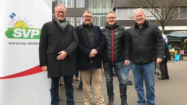 NR Hans Egloff zusammen mit den Stadtratskandidaten Roger Brunner, Roger Bachmann (Kandidat Stadtpräsidium) und Stephan Wittwer