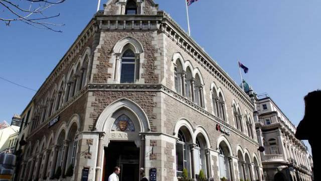 Eine Filiale der National Westminster Bank auf Jersey (Archiv)
