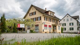 Das Restaurant Post schliesst seine Türen. Was mit dem Gebäude an der Surbtalstrasse geschieht, will der neue Besitzer in Kürze bekannt geben. Sandra Ardizzone