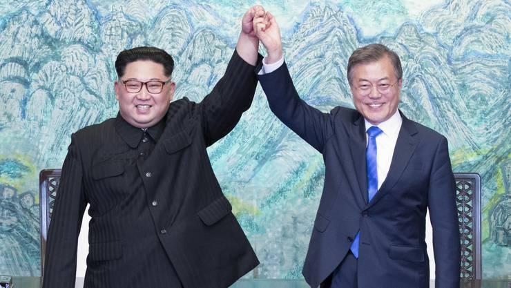 Historisch: Die Staatschef von Nord- und Südkorea haben sich heute Freitag zu einem Gipfeltreffen getroffen.