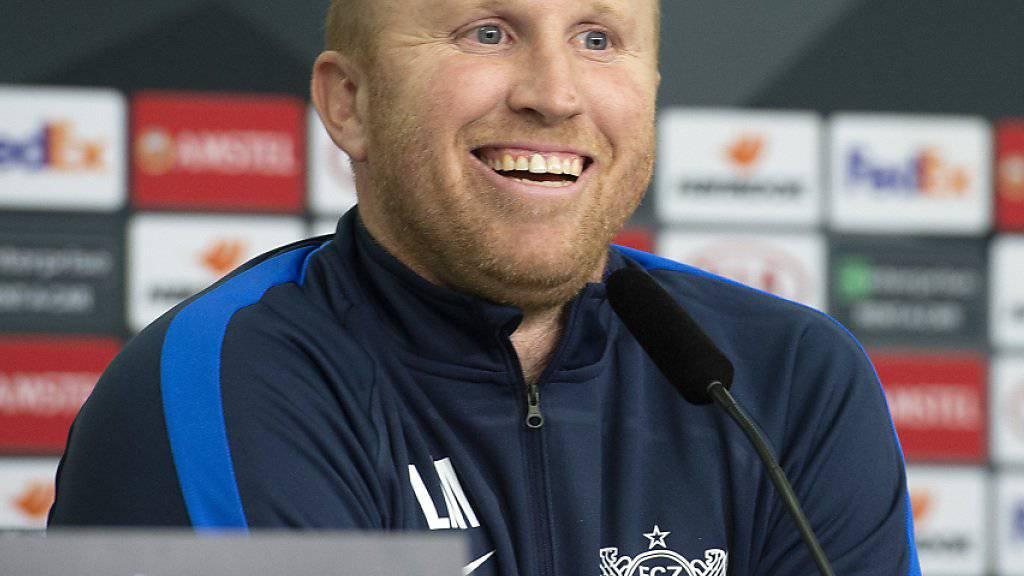 Gewohnt locker stand der FCZ-Trainer Ludovic Magnin den Medien an der Pressekonferenz in Leverkusen Red und Antwort