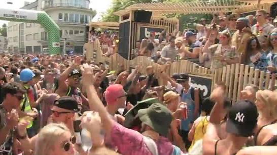 Laut, bunt, schrill und viel nackte Haut: Die Street-Parade-Besucher in Feierlaune