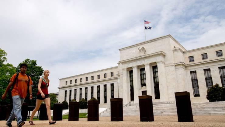 Das Federal Reserve Board Building in Washington - die US-Notenbank hält die Zinsen seit Ende 2008 auf dem historisch niedrigen Niveau von null bis 0,25 Prozent. (Archiv)