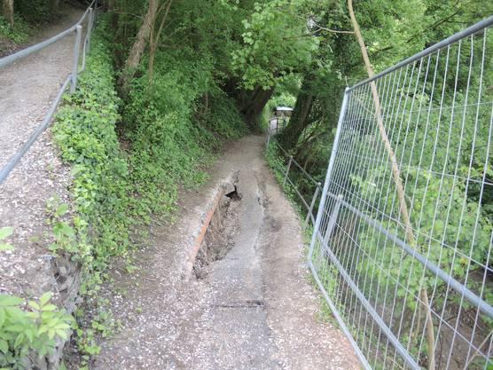 Der Serpentinenweg, der den Bahnhof Wettingen mit der Webermühle-Siedlung in Neuenhof verbindet, ist ins rutschen geraten.