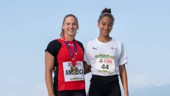 Bildlegende: Angelica Moser mit der Leichtathletik-Talentin aus dem Kanton Solothurn: Melissa Wullschleger (Startnummer 44).
