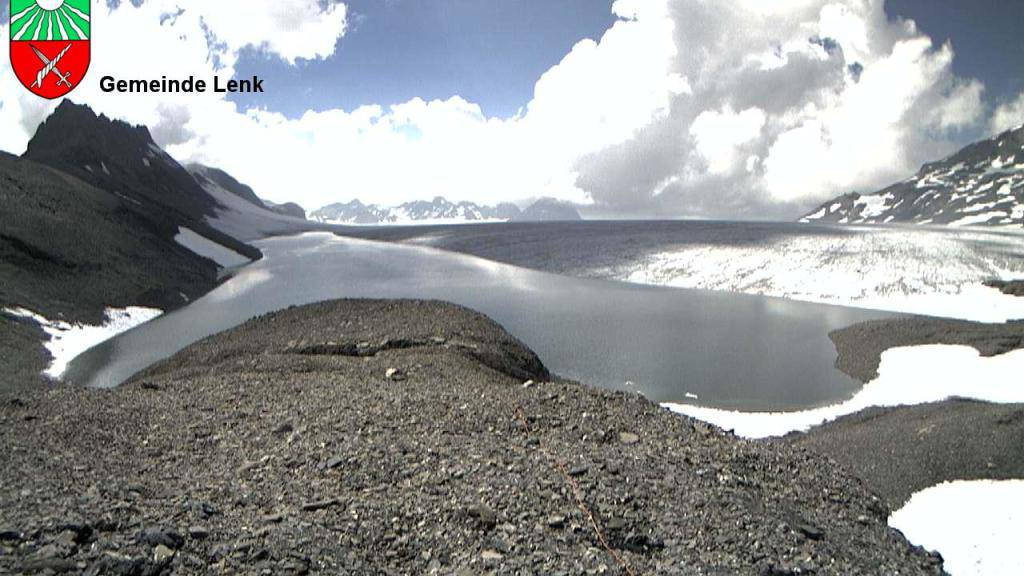 Der Favergessee beim Plaine-Morte Gletscher läuft aus, ohne dass dies bislang zu Hochwasser geführt hat. (Archivbild, Handout/Geopraevent)