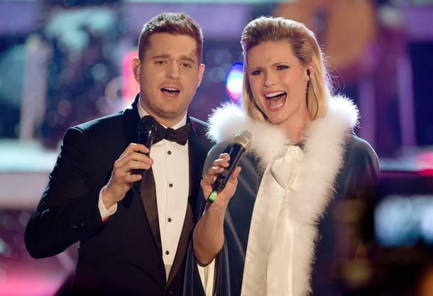 Grosse Überraschung: Michelle Hunziker singt im Duett mit dem kanadischen Überflieger Michael Bublé. Ja: Und Michelle kann ganz gut singen.