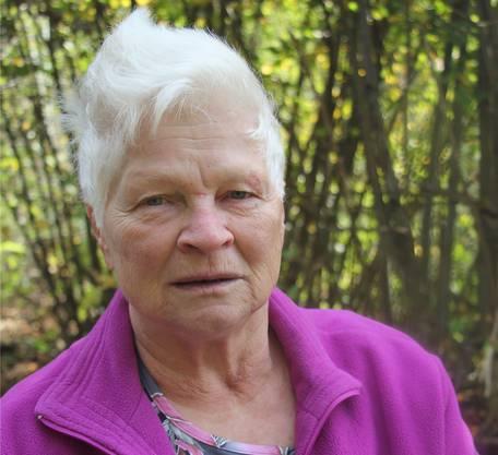 «Am 18. Januar konnte ich plötzlich fast nicht mehr atmen, nicht einmal die fünf Kaninchen füttern konnte ich», erzählt Hanni Eberhard, «dann habe ich den Herzspezialisten angerufen, der mir vor 9 Jahren bereits einen Bypass eingebaut hat. Vor 5 Jahren hatte ich Stents bekommen, Gefässstützen, doch die Gefässe waren praktisch wieder geschlossen. Also gabs nichts anderes als eine Operation, ein weiterer Bypass wurde nötig.» Hanni Eberhard weiss, Bewegung tut gut. «Ich hüte auf dem Bauernhof das Grosskind und bin einmal pro Monat mit der Wandergruppe Wikon unterwegs.» Sie steigt noch auf die Leiter, um Äpfel zu pflücken, doch stressen lasse sie sich nicht mehr: «Wenn ich arbeiten mag, arbeite ich, sonst lass ichs bleiben.» Es gehe ihr eindeutig besser als vor der Operation, sagt sie und erinnert sich an die Reha auf der Barmelweid: «Ich habe mich gefühlt wie im Hotel, wie in den Ferien.»