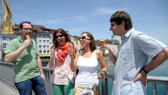 Die eiskalte Jury beim Glacetesten auf der Wengibrücke: Kaufmann, Seifert, Czerny und Toggweiler (von links).