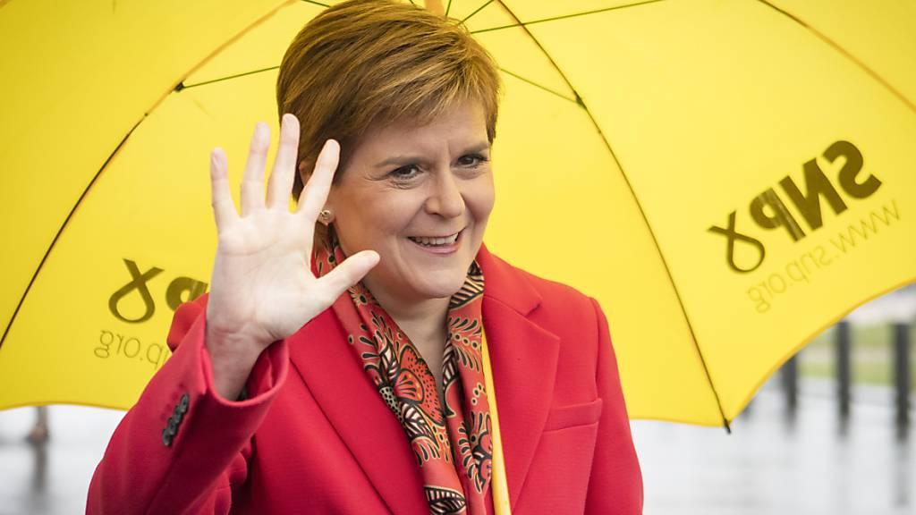 Sturgeon deutet schottisches Unabhängigkeitsreferendum für 2022 an