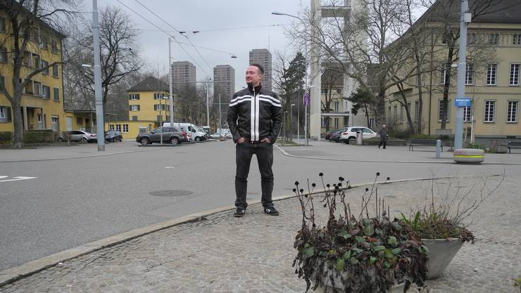 Mitten drin in Zürich: Die Krimireihe von Mike Mateescu spielt an realen Plätzen von Zürich (hier: Bullingerplatz, mit den Hardau-Türmen).