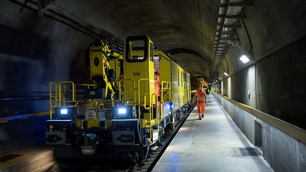 Im Gotthard-Basistunnel hat der Wartungszug wegen einer defekten Fahrleitung ausrücken müssen. (Archivbild)