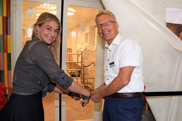 Stolz auf den Ausbau: Jacqueline Wyss, Mitglied des Verwaltungsrats, und Daniel Bieri, Vorsitzender der Geschäftsleitung der Aquarena-Sauna.