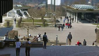 Am Standort Irchel der Universität Zürich trieben Mitarbeiter ein makaberes Spiel..JPG