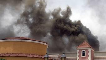 """Rauch über der """"Villaggio Mall"""""""