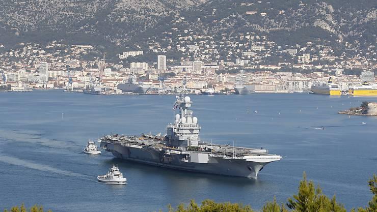 """Die """"Charles de Gaulle"""" vor Toulon."""