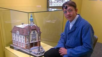 Tom Muster alias «Uhrmacher Adolf Gschwind» ist bereit zum Erzählen.