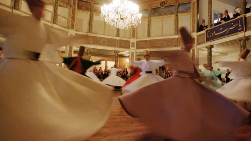 Das sind tanzende Derwische. Die Szene am Gotthard hat aber anderes ausgesehen und war auch anders gemeint. (Symbolbild)