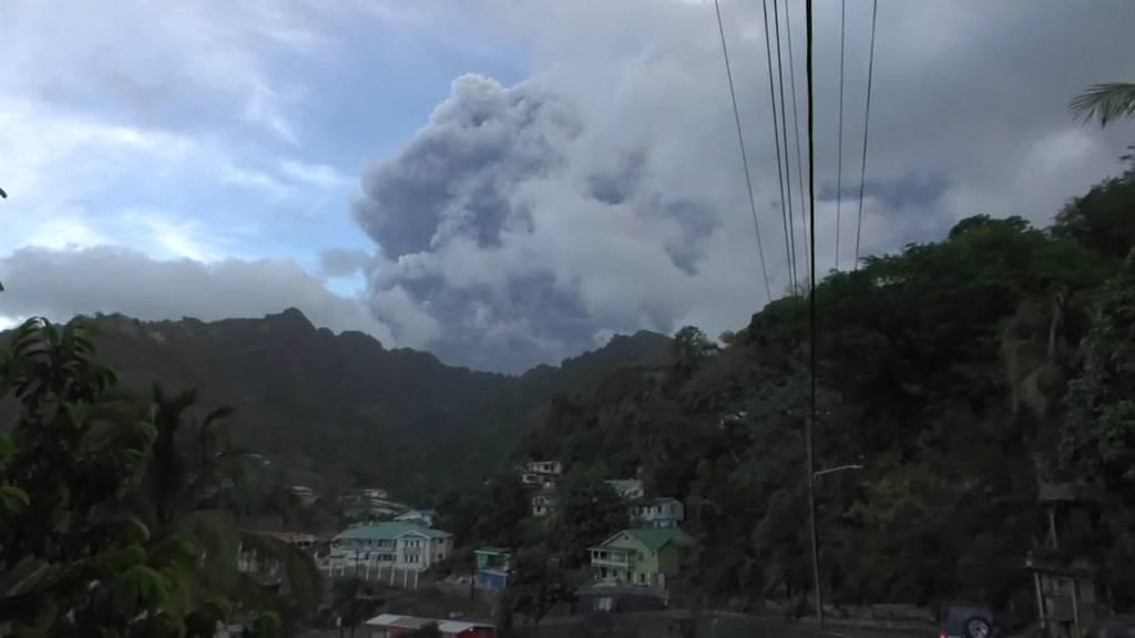 Bevölkerung von St. Vincent nach Vulkanausbruch ohne sauberes Trinkwasser