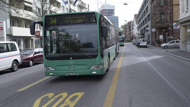 Ein Bus der Linie 34 musste beim Wettsteinplatz stark abbremsen. Mehrere Mitfahrer wurden verletzt. (Symbolbild)